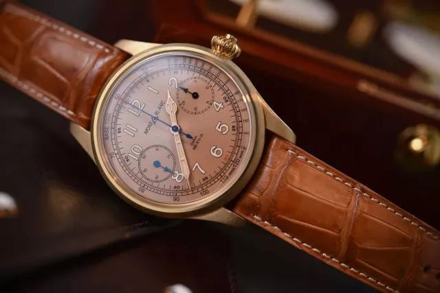 This new replica Montblanc 1858 Chronograph watch specially equips with the champagne dial, matching the bronze dial, presenting us a wonderful visual effect.