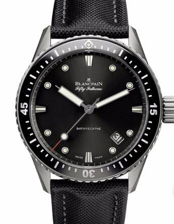 This popular fake Blancpain watch blends the traditional designs more seemly to be modern people.