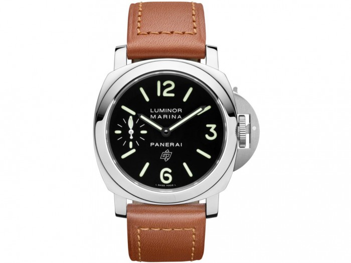 As a basic one of Panerai, this one adopted the 44mm steel case, sending out a masculine temperament, manifesting the calm and introverted design style.