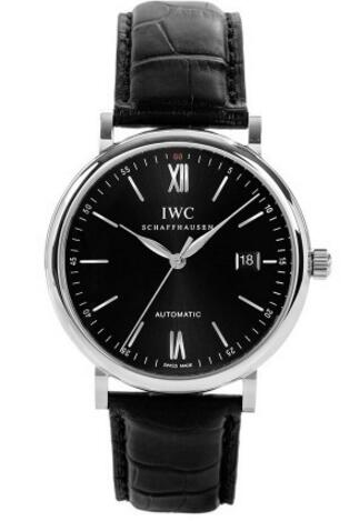 Three needles and a delicate date window present on the black dial directly showing the elegant and reserved taste.