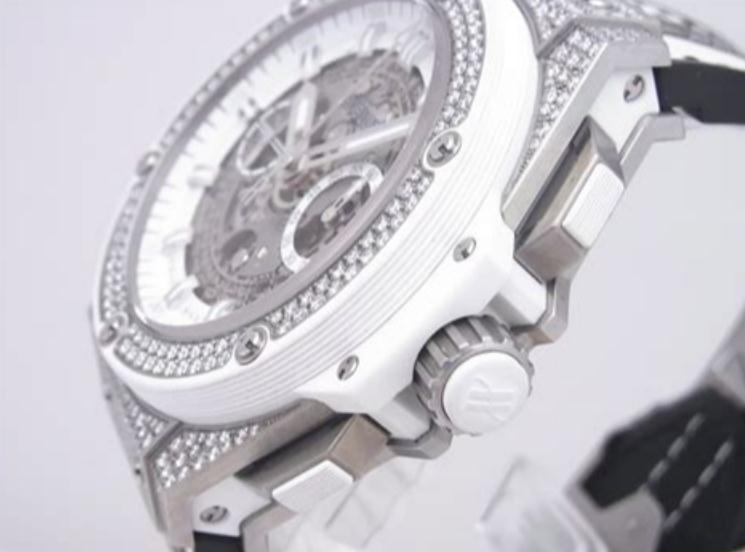 The sturdy fake Hublot King Power 701.NE.0127.GR.1704 watches are made from titanium.