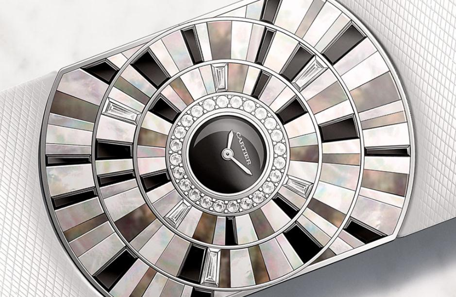 The luxury replica Cartier Baignoire Infinie watches have black dials.