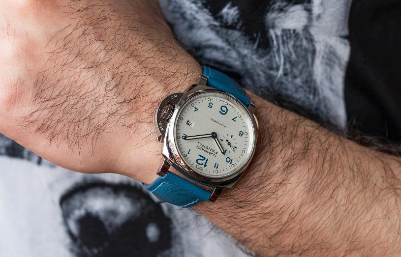 The blue leather straps copy Panerai Luminor Due PAM00906 watches have ivory white dials.