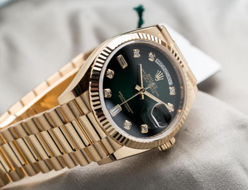 The 36 mm fake watches are made from 18ct gold.