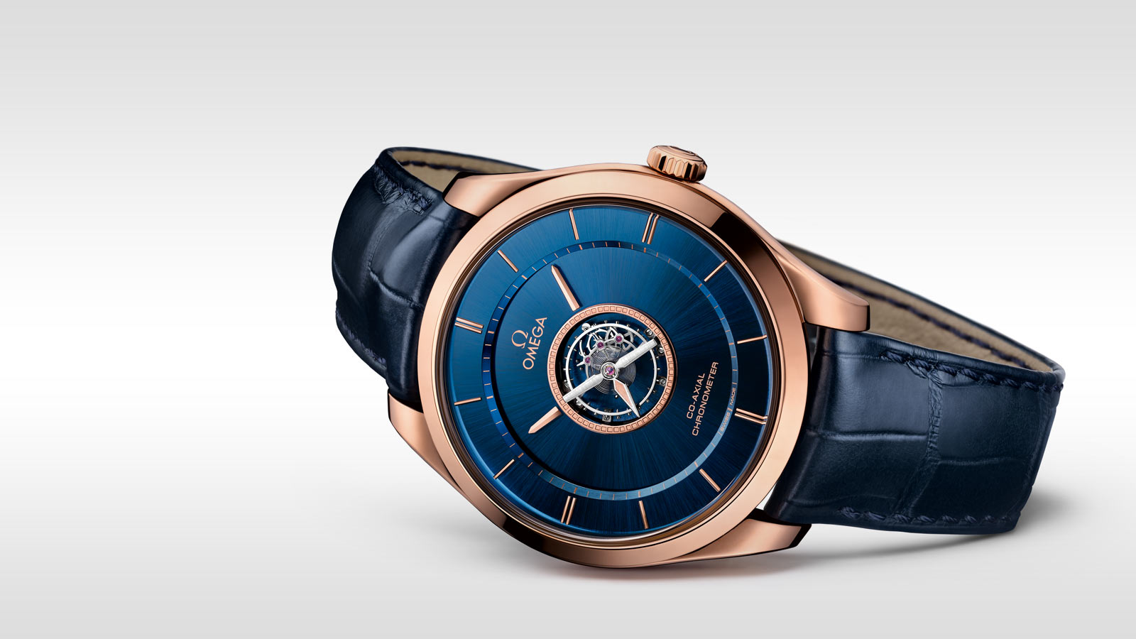 The 44 mm fake watches are designed for men.