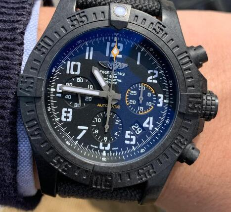 The all-black design endows the timepiece with amazing appearance.