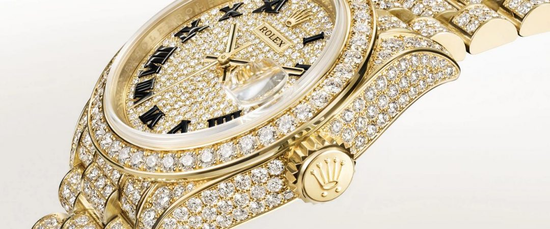 Online replica watches are totally covered with diamonds.